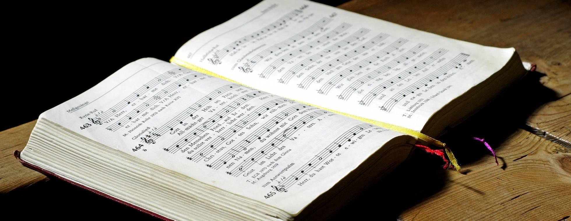 Musiknoten in Brailleschrift - Notenbuch